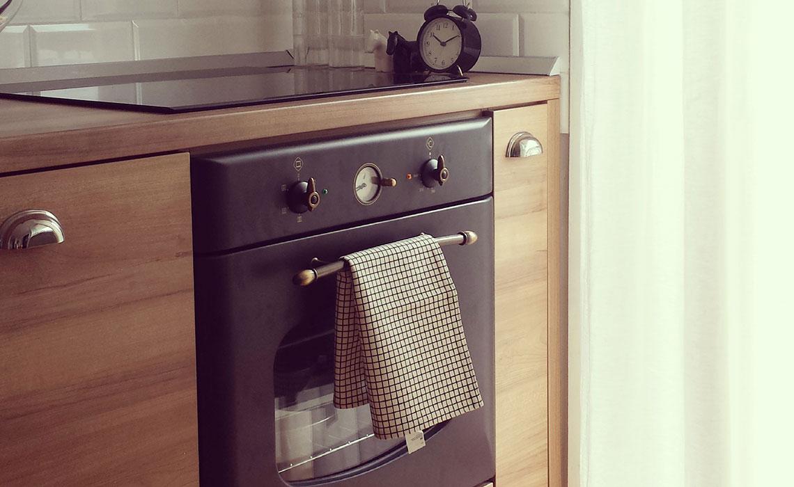 Vintage stil- Personalizovana kuhinja koja odiše toplotom. (Privatni stan)